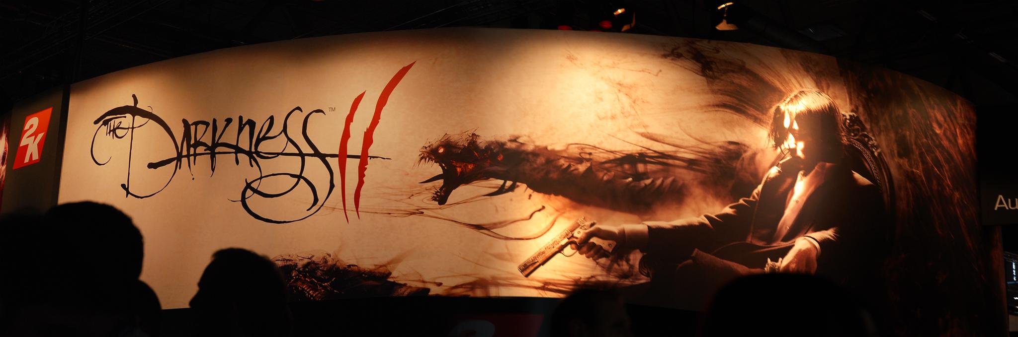 """Ein Werbebanner von dem Spiel """"The Darkness II"""" auf der gamescom."""